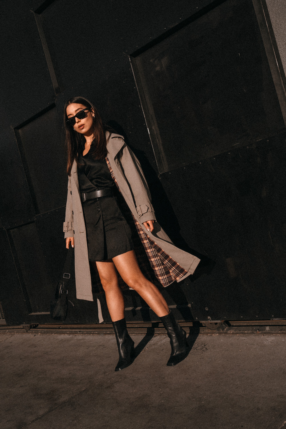 Emily Tong of Loveormoneyblog wearing Closed trench coat and zara square toe boots